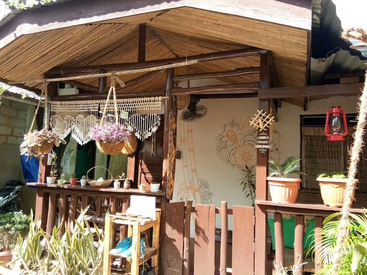 BAMBOO GUEST HOUSE - FREE BREAKFAST!