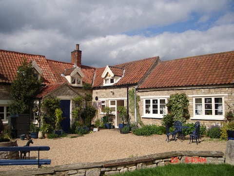 Spacious double room in old stone country house