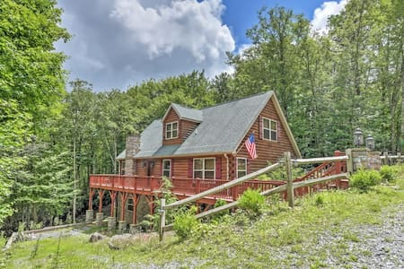 5BR Beech Mountain Log Cabin w/Private Patio! - Beech Mountain