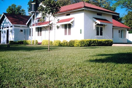 Dvenue hotel, easily accessible on Masindi road