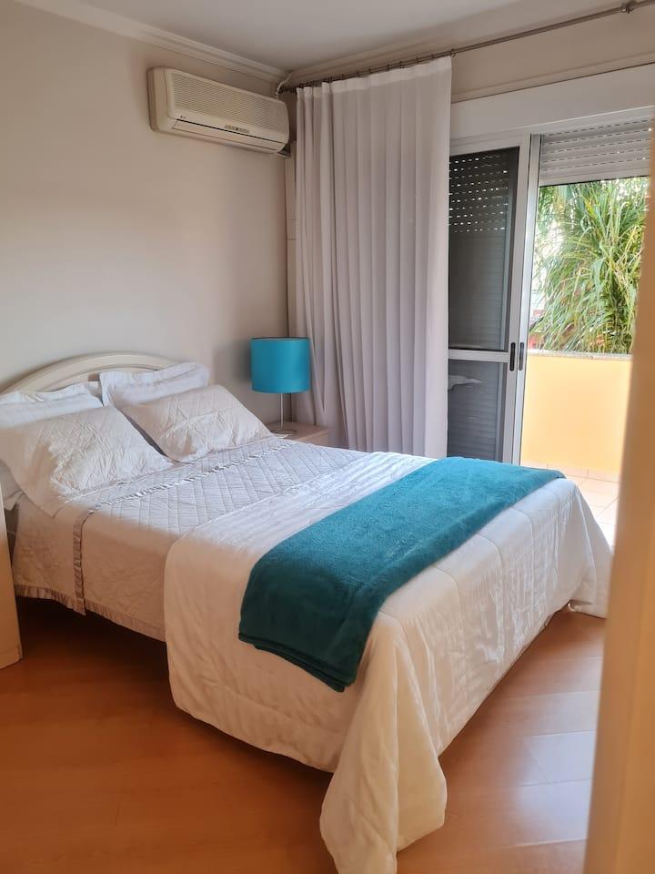 Suíte em casa de alto padrão em Curitiba
