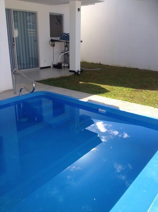 Casa con hermosa piscina privada para el disfrute sin interrupción!