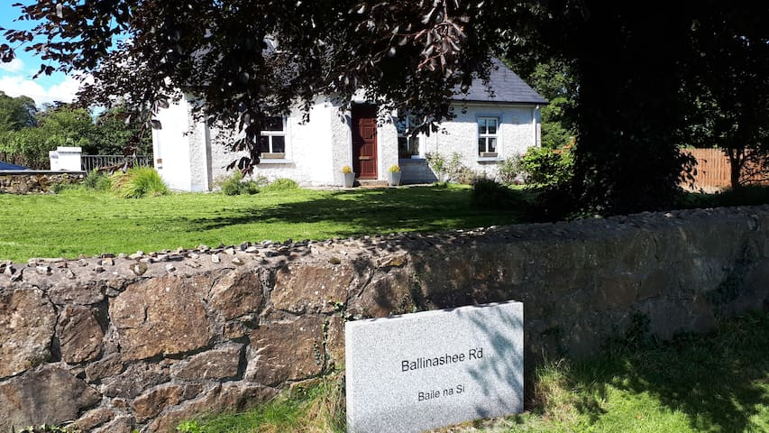 Ballinashee Rd - Rural cottage with fast Wi-Fi