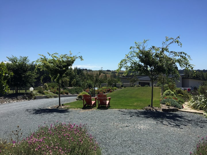 Peaceful rural studio, great views Redwood Valley