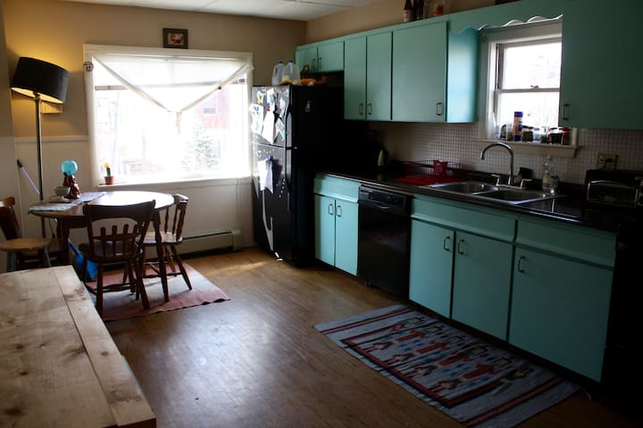Quirky + Convenient Apartment ! - Portland - Departamento
