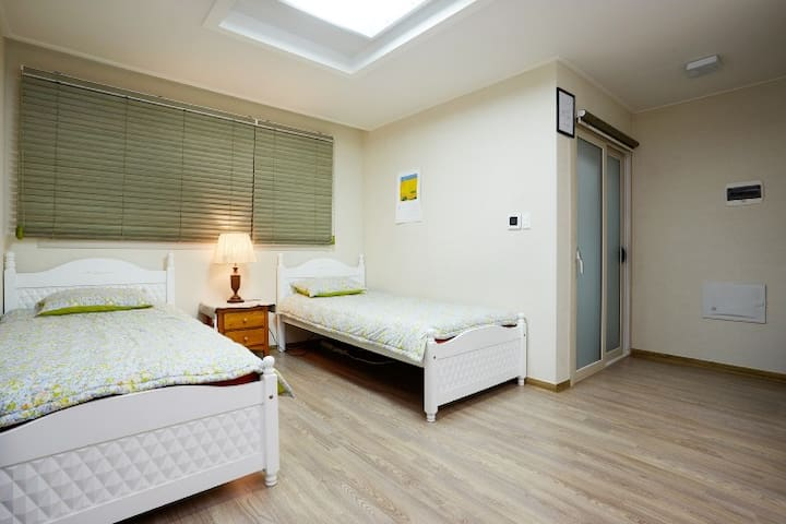 [Guesthouse Equu] Room August (up to 6 people)