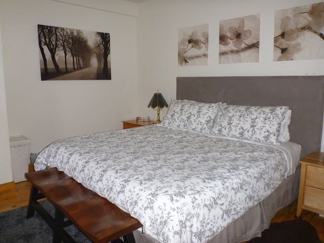 Bedroom with king size tempurpedic bed