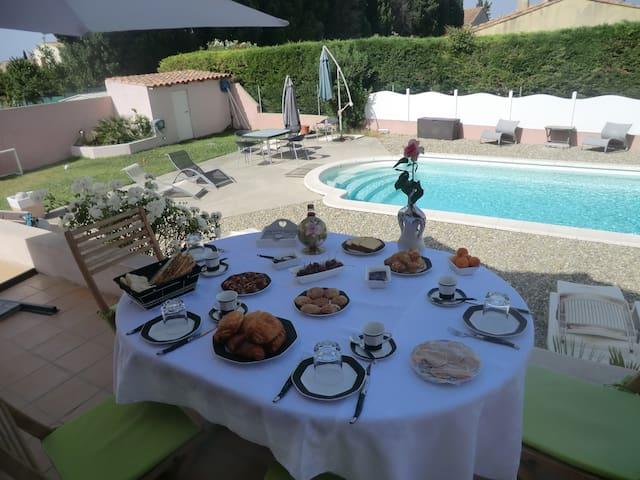 Chambre entrée indep. et sdb privée dans villa - Salon-de-Provence - Guesthouse