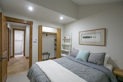 ❄Across from Beaver Creek - Private Room & Bath❄