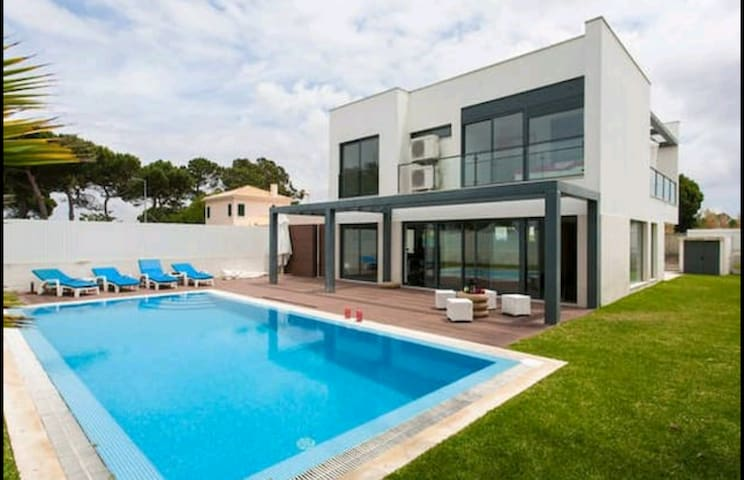 Salty Watter Pool House - Setúbal - Huis