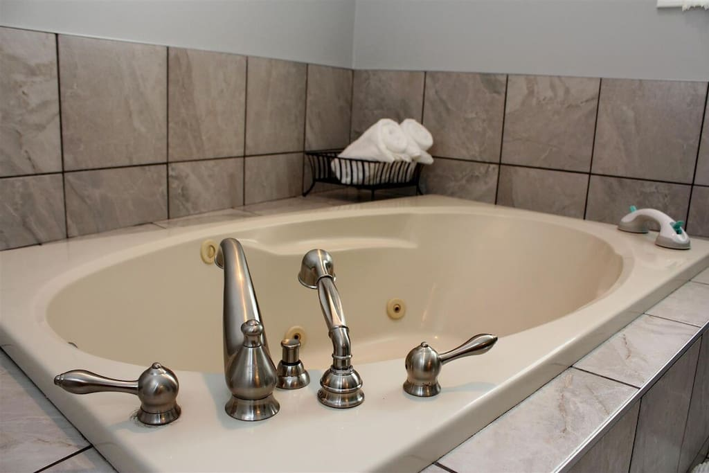 The RELAX room jacuzzi