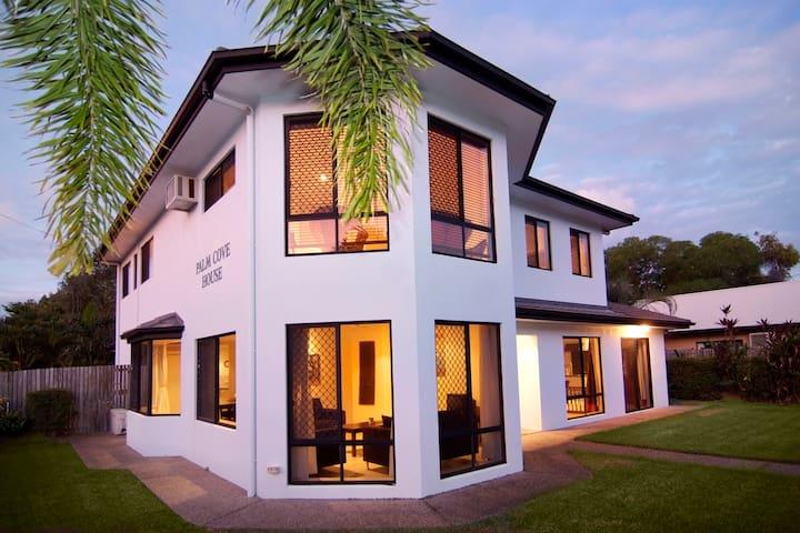 Palm Cove House - Holiday House