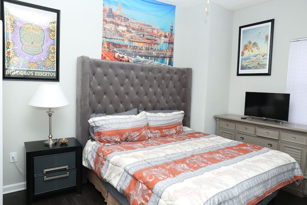 """NEW Tempurpedic 12 """" foam Gel KING bed with New Pillows. Both protected with Allergen covers. All new fresh linen. City Views from window. Hitachi Tv with Netflix and Local Network Tv."""