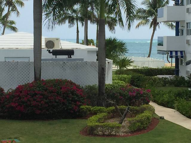 Paraíso caribeño frente a la playa! - Loíza - Apartamento