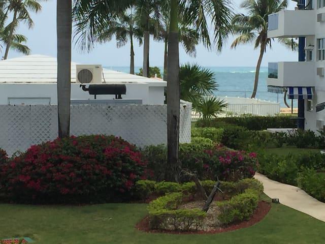 Paraíso caribeño frente a la playa! - Loíza