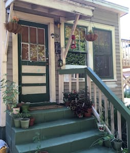 Charming Vintage East Hill Studio - Pensacola - Apartment