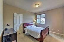 A full bed completes the fourth bedroom.