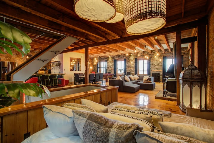 Majestic 2-floor Water View Loft