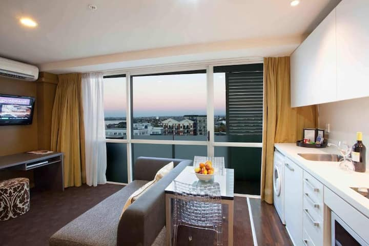 Auckland City Center One Bedroom(Q)with Balcony