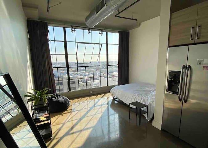 LOFT Studio Big Windows - Prime Downtown LA Area