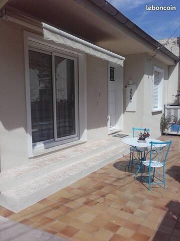 Villa à NICE, maison avec parking privé jardin