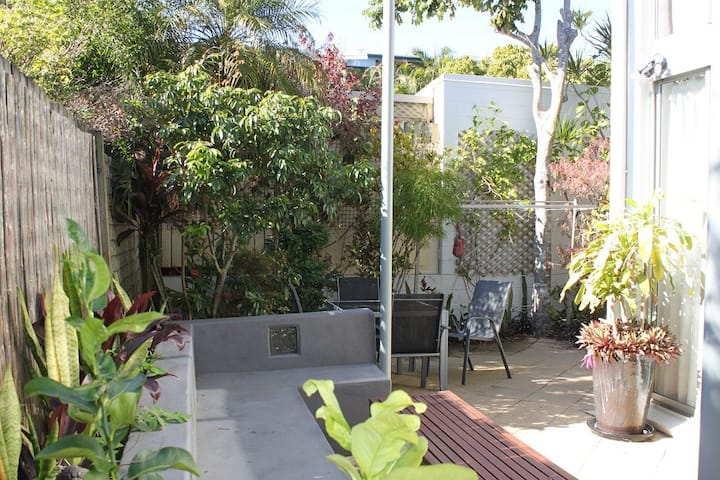 Byron Bay Accom - A Beaut Flat - 1/35 Fletcher Ln