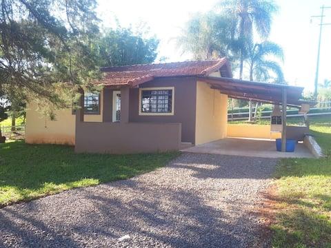 Casa de campo na beira do Rio Paranapanema