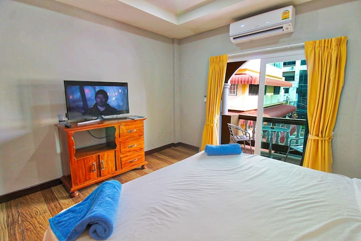 Jomtien Beach 4 person flat 50 meter from beach