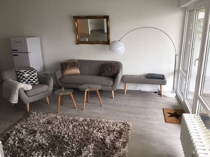 Cologne, modern quiet apartment with large balcony