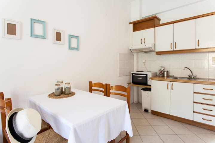 New Quiet Family Apartment-70m from the beach