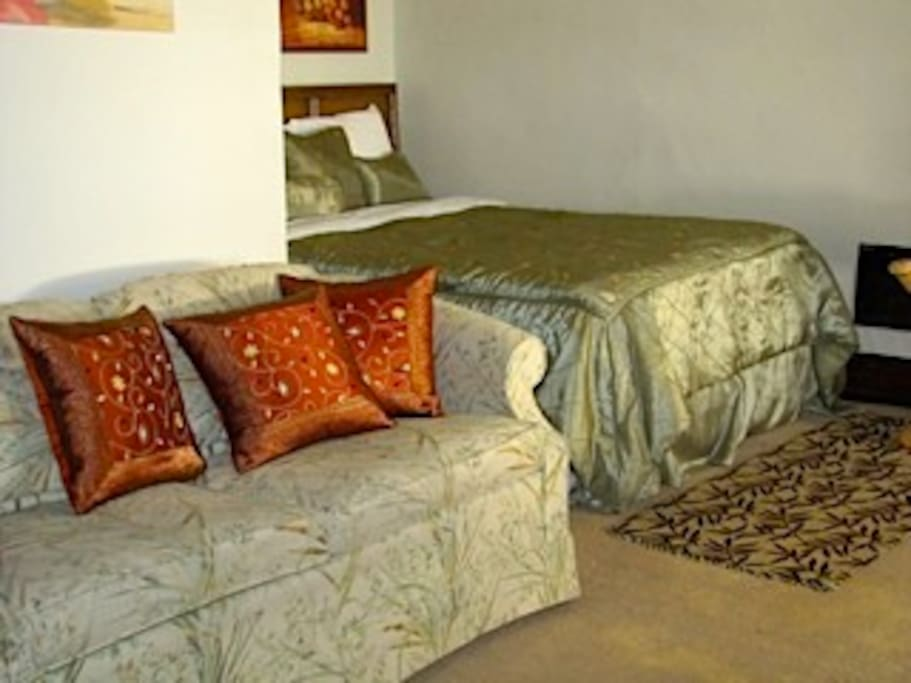 Clean comfortable spacious bedroom suite with WIFI