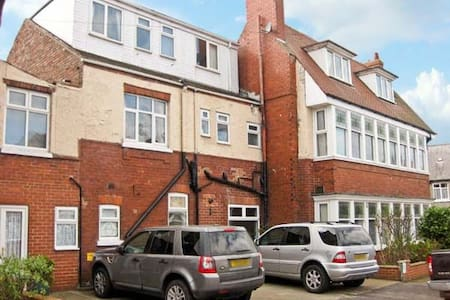 8 Bedroom Pet Friendly seaside house with parking. - Bridlington