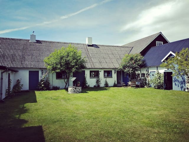 Beautiful farmhouse-VillaVemmentorp - vastravemmenhog - House