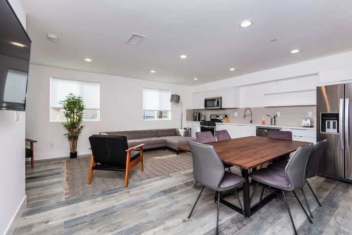 Miracle Mile | Chic Modern 3BR Townhome| B