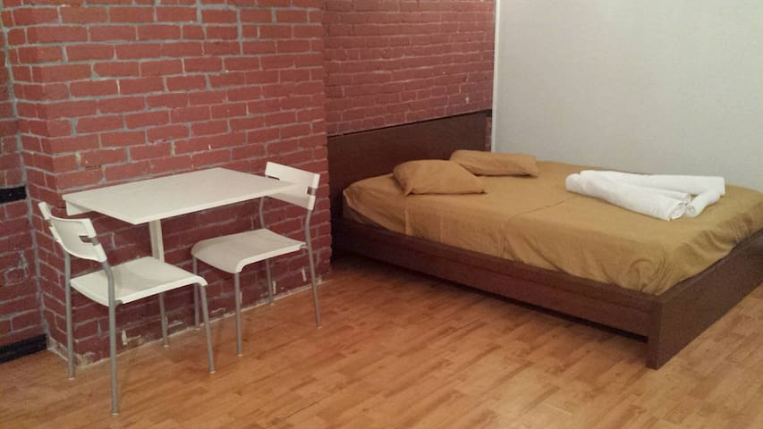 The Love Bachelor - Montreal - Apartamento
