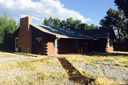 Crossroads Log Cabin: A Great Value - Salida - Hus