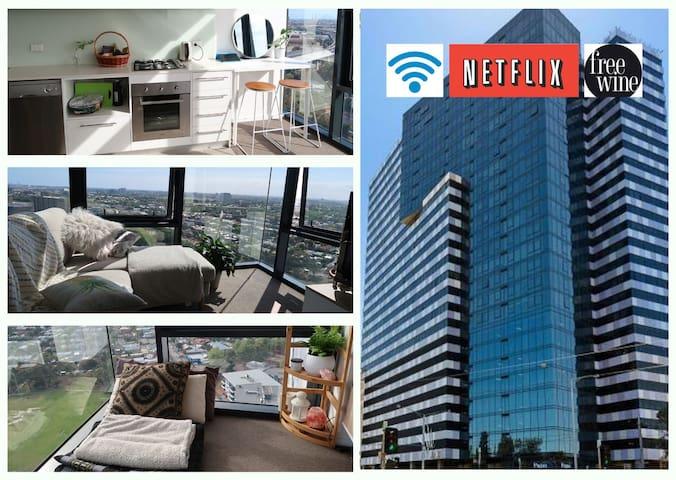 CBD Fringe Skyline View/Wifi/Netflix/Gym/Sauna/BBQ