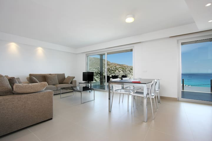 First Floor B. Sea-view apartment with outdoor pool - Cala Sant Vicenç - Appartement