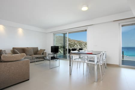 First Floor B. Sea-view apartment with outdoor pool - Cala Sant Vicenç - Lejlighed