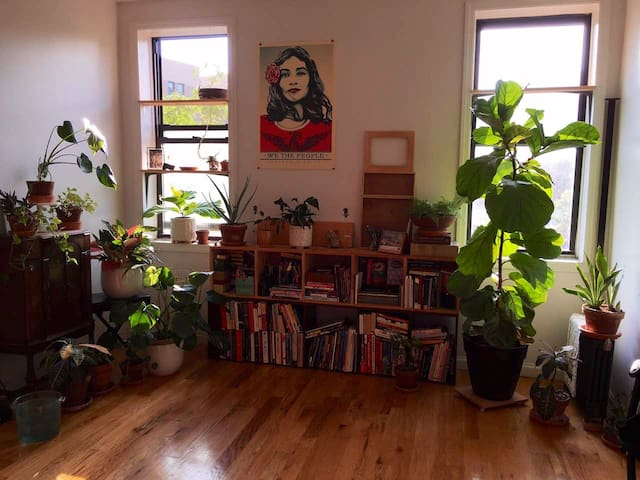 Private Room in Wash Heights Apt (Month to Month)