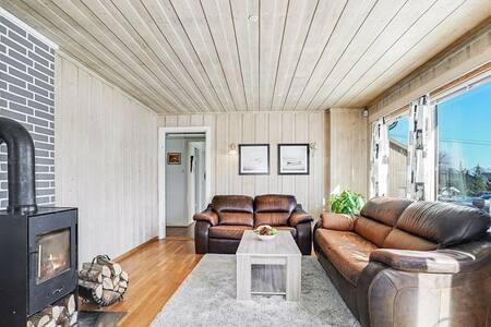 Spacious house with garage in quiet neighborhood - Algarheim - 獨棟