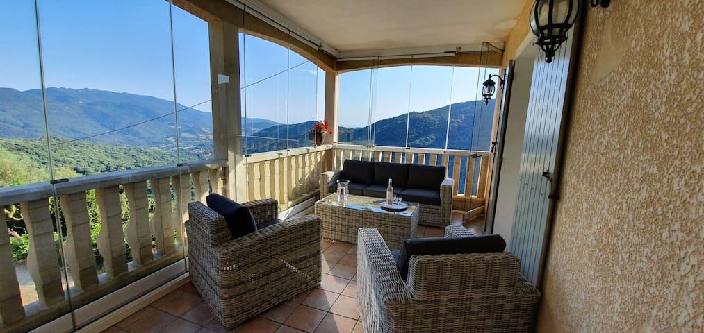 Maison perchée dans le maquis Corse
