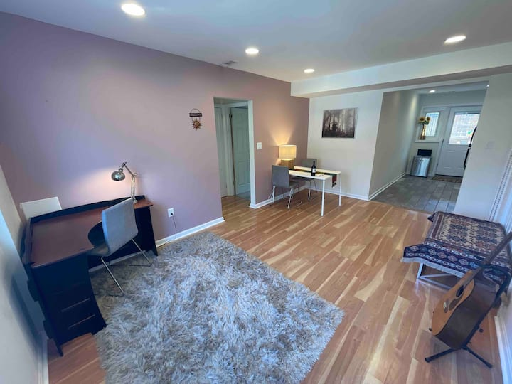 Quiet, clean apartment in DC with ample parking