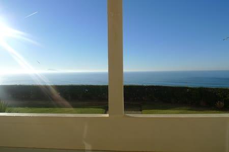 chambre face à la mer avec terrasse - Biarritz