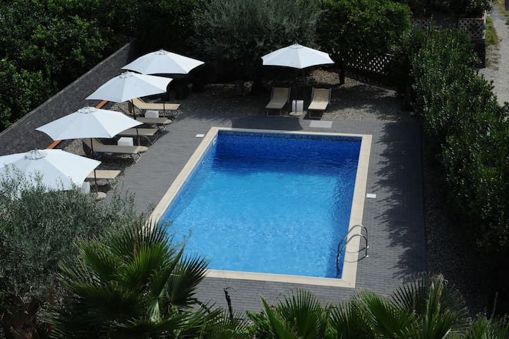 Spacious apt with swimming-pool