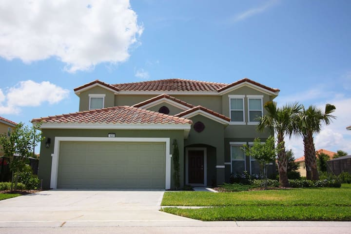 Gorgeous New Vacation Home in Solterra - All it needs is YOU!