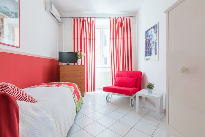 B&B Piazza Fratti - single room Papavero