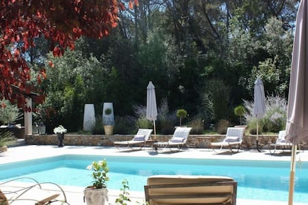 Great villa with pool in the wine area of Provence