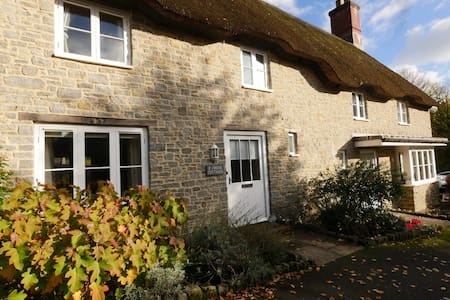 Thatched Holiday Cottage in Evershot, West Dorset