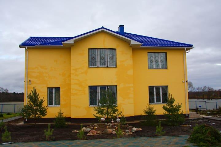 Шикарный дом у озера Девинское.